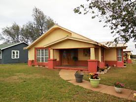 Photo of 700 N Madden St Shamrock, TX 79079