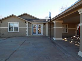 Photo of 910 Texas Street Shamrock, TX 79079
