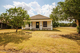 Photo of 500 Parks St Claude, TX 79019