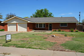Photo of 734 Oak St Dimmitt, TX 79027