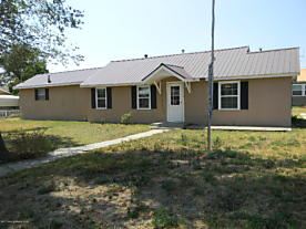 Photo of 902 Cluck St Gruver, TX 79040