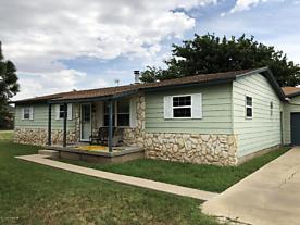 Photo of 801 Hoffer Street Claude, TX 79019