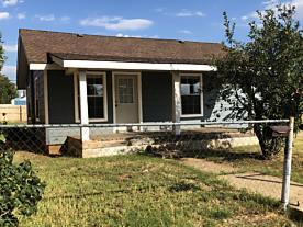 Photo of 724 Coble St Borger, TX 79007