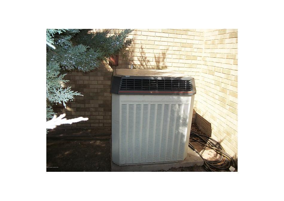 Photo of 105 Van Kurt Ave Gruver, TX 79040