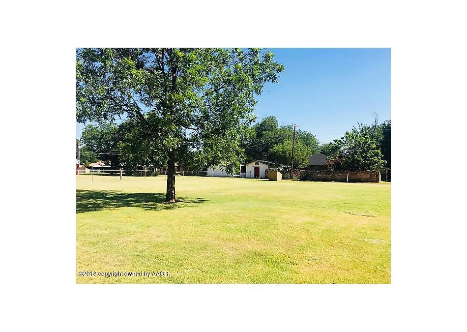 Photo of 810 6th St Se Childress, TX 79201