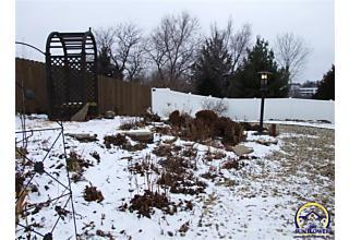 Photo of 941 Sw Woodbridge Ct Topeka, KS 66614