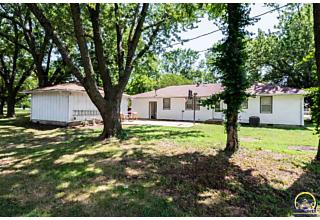 Photo of 722 Lincoln St Osage City, KS 66523