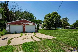 Photo of 507 3rd St Whiting, KS 66552