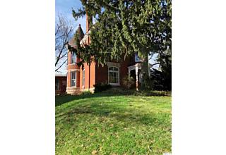 Photo of 1678 Hampshire St Quincy, IL 62301