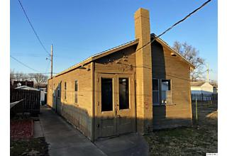 Photo of 609 Adams St Quincy, IL 62301
