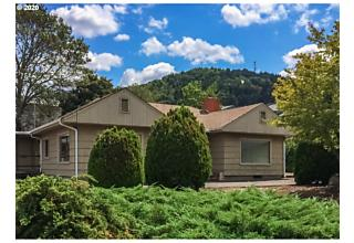 Photo of 859 W Lookingglass Rd Roseburg, OR 97471