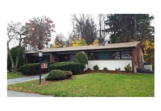 Photo of 4   Crumwold Place Hyde Park, NY 12538