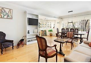 Photo of 25 East 83rd Street New York, NY 10028
