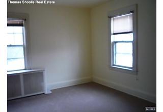 Photo of 140 Highgate Terrace Bergenfield, NJ
