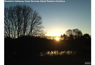Photo of 1 Pond Lane Mahwah, NJ