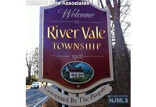 Photo of 114 Rivervale Road River Vale, NJ