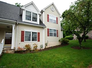 Photo of 145 Town Center Dr Warren, NJ 07059