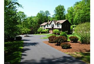 Photo of 8 Rock Spring Rd Chester Twp, NJ 07930